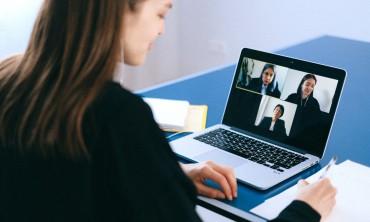 هل يمكنك العثور على فرص عمل حقيقية من المنزل عبر الإنترنت؟