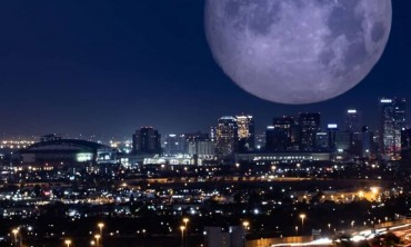 الوصول إلى القمر